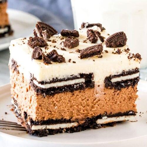 A piece of oreo chocolate cake on a plate