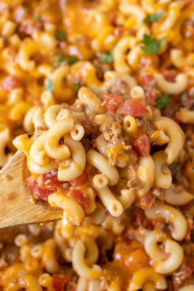 macaroni, ground beef, tomatoes, cheese and parsley