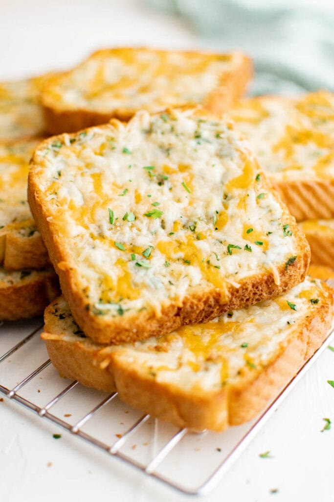 slices of toasted garlic cheese taost
