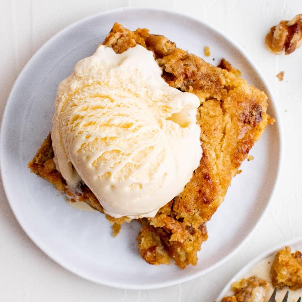 Creamy Pumpkin Dump Cake Recipe
